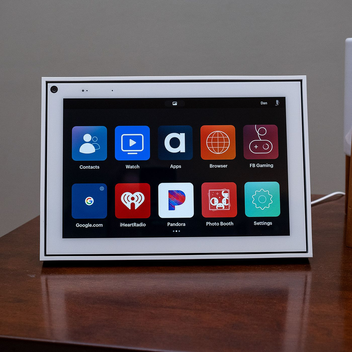 Does echo show work with facebook portal