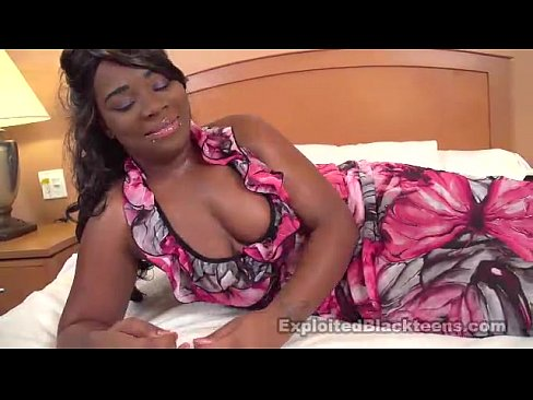 Thick black girl squirting