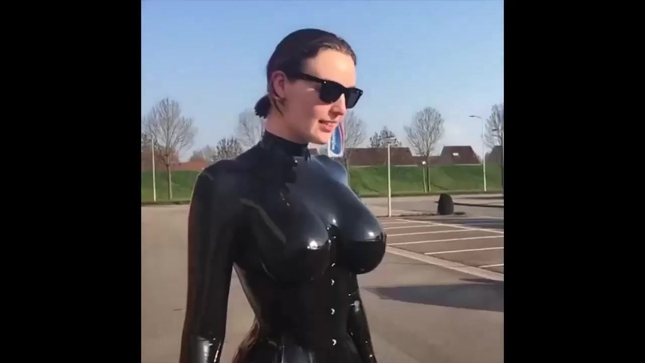 Big boobs bouncing in slow motion