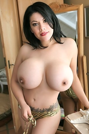 Sexy naked tits